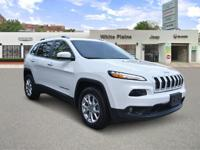 FUEL EFFICIENT 28 MPG Hwy/21 MPG City! Latitude trim,