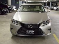 NAVIGATION-ONE OWNER!!  Lexus FEVER! This ES350 was