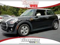 Come see this 2016 MINI Cooper Hardtop 2DR HB. Its