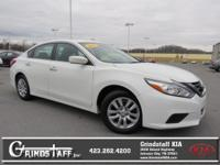 This 2016 Nissan Altima 2.5, has a great Glacier White