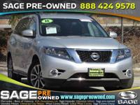 Introducing the 2016 Nissan Pathfinder! Demonstrating