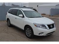 We are excited to offer this 2016 Nissan Pathfinder.