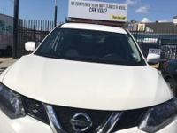 Drive away with this beautiful 2016 Nissan Rogue. Down