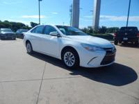 Super White 2016 Toyota Camry FWD 6-Speed Automatic