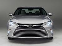 Camry LE, 4D Sedan, and Silver. Get yourself in here!