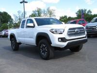 4WD, 2016 Toyota TacomaTRD Offroad in Super White,