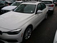 EPA 34 MPG Hwy/23 MPG City! Nav System, Moonroof,