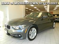 FUEL EFFICIENT 33 MPG Hwy/23 MPG City! CARFAX 1-Owner,
