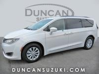 2017 Chrysler Pacifica Touring L, Bright White