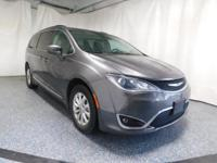Options:  2017 Chrysler Pacifica Touring L|Gray|Recent