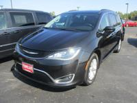 Options:  2017 Chrysler Pacifica Touring-L|One Owner-No