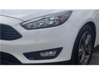 30/40 City/Highway MPG Bright White 2017 Ford Focus SE