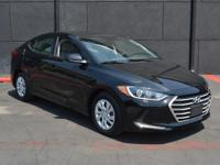 This 2017 Hyundai Elantra 4dr SE 6AT features a 2.0L 4
