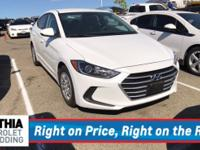 EPA 38 MPG Hwy/29 MPG City! CARFAX 1-Owner. SE trim. CD