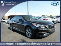 *Navigation* *Bluetooth* This 2017 Hyundai Sonata
