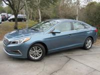 This 2017 Hyundai Sonata 4dr SE 2.4L features a 2.4L 4