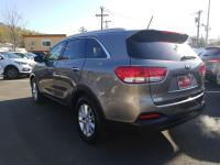 KIA CERTIFIED !! Great deal on this 7-passenger Sorento