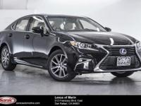 Boasts 39 Highway MPG and 40 City MPG! This Lexus ES