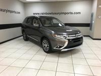 Heated Leather Seats, 3rd Row Seat, Dual Zone A/C,