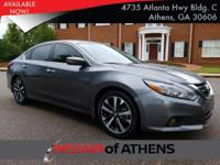 Come see this 2017 Nissan Altima 2.5 SR. Its Variable