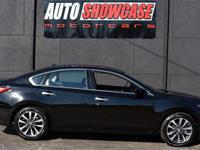 This 2017 Nissan Altima 4dr 2.5 SV features a 2.5L 4