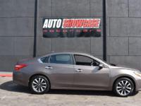 This 2017 Nissan Altima 4dr 2.5 SL features a 2.5L 4