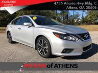 Come see this 2017 Nissan Altima 2.5 SL. Its Variable
