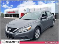 This 2017 Nissan Altima 2.5 S has an exterior color of