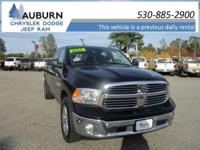 4WD, TOWING PACKAGE, BACKUP CAMERA! This 2017 Ram 1500