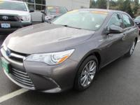 FUEL EFFICIENT 37 MPG Hwy/40 MPG City! CARFAX 1-Owner.