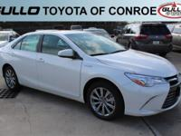 White 2017 Toyota Camry Hybrid XLE 37/40 Highway/City