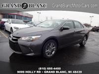 2017 CAMRY SE with LOW MILES **Rear Back-Up