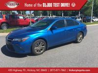 Blue Streak Metallic 2017 Toyota Camry SE FWD 6-Speed