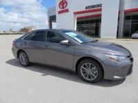 2017 Toyota Camry SE 4D Sedan Gray 33/24 Highway/City