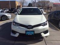 Corolla+iM+trim%2C+BLIZZARD+PEARL+exterior+and+BLACK+in