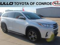 White 2017 Toyota Highlander LE Plus 27/21 Highway/City