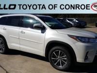 White 2017 Toyota Highlander XLE 26/20 Highway/City MPG