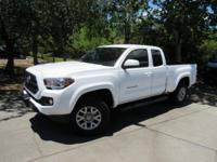 This 2017 Toyota Tacoma 4dr SR5 Access Cab 6' Bed V6