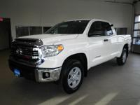 SUPER+WHITE+exterior+and+BLACK+interior%2C+SR5+trim.+iP