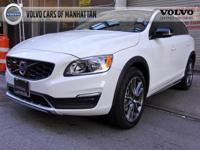 2017 Volvo V60 Cross Country T5 AWD - VOLVO APPROVED -