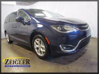 2018 Chrysler Pacifica Touring Jazz Blue Pearlcoat FWD