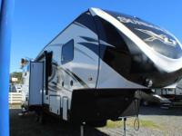 Beautiful fifth wheel with 3 slides and a front living