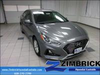 EPA 36 MPG Hwy/25 MPG City! SE trim. Aluminum Wheels,