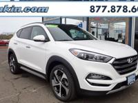 2018 Hyundai Tucson Limited White AWD. 28/24