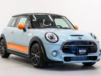 MINI of Hawaii proudly offers this beautiful *2018 MINI