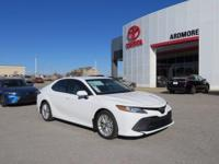 2018 Toyota Camry XLE 4D Sedan Super White Terry