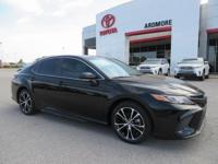 Black Cloth. 2018 Toyota Camry SE 4D Sedan Midnight