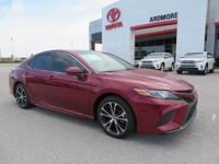 Black Cloth. 2018 Toyota Camry SE 4D Sedan Ruby 39/28