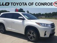 White 2018 Toyota Highlander LE  Let the team at Gullo