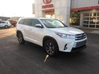 White 2018 Toyota Highlander XLE FWD 8-Speed Automatic
